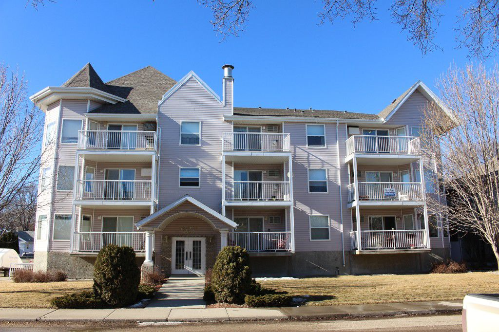 Main Photo: 302 1202 1st Avenue Northwest in moose jaw: Condominium for sale : MLS®# 598795