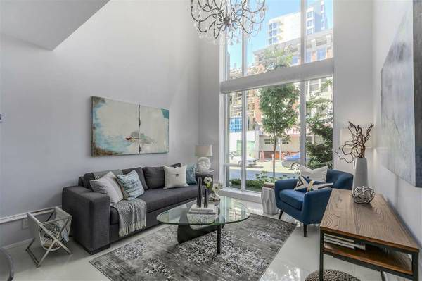Main Photo: 1110 Hornby in Vancover: Yaletown Townhouse for lease (Vancouver)
