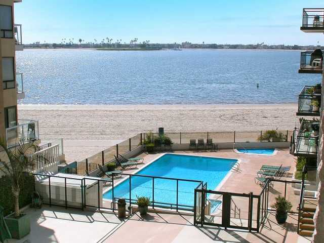 Main Photo: PACIFIC BEACH Home for sale or rent : 2 bedrooms : 3916 RIVIERA #406 in San Diego
