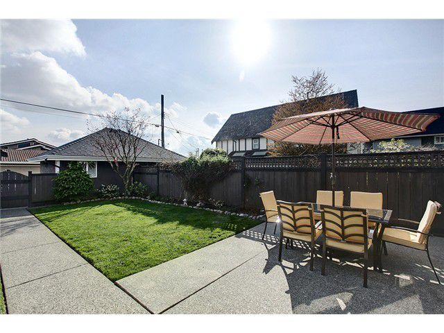 Main Photo: 315 E 12TH Street in North Vancouver: Central Lonsdale House 1/2 Duplex for sale : MLS®# V999868
