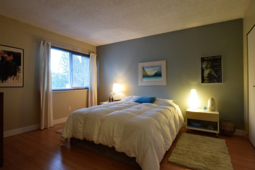 Main Photo: 993 Hoy Street in Coquitlam: Meadow Brook House for sale : MLS®# R2018981