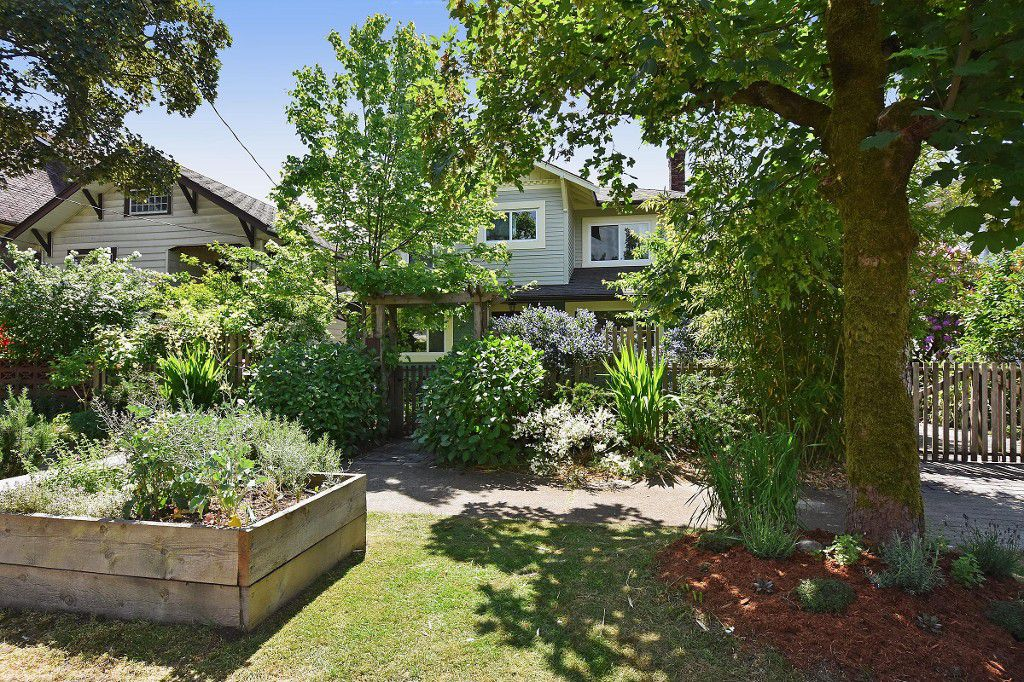 Main Photo: 2236 E Pender Street in Vancouver: Grandview VE House for sale (Vancouver East)  : MLS®# R2073977