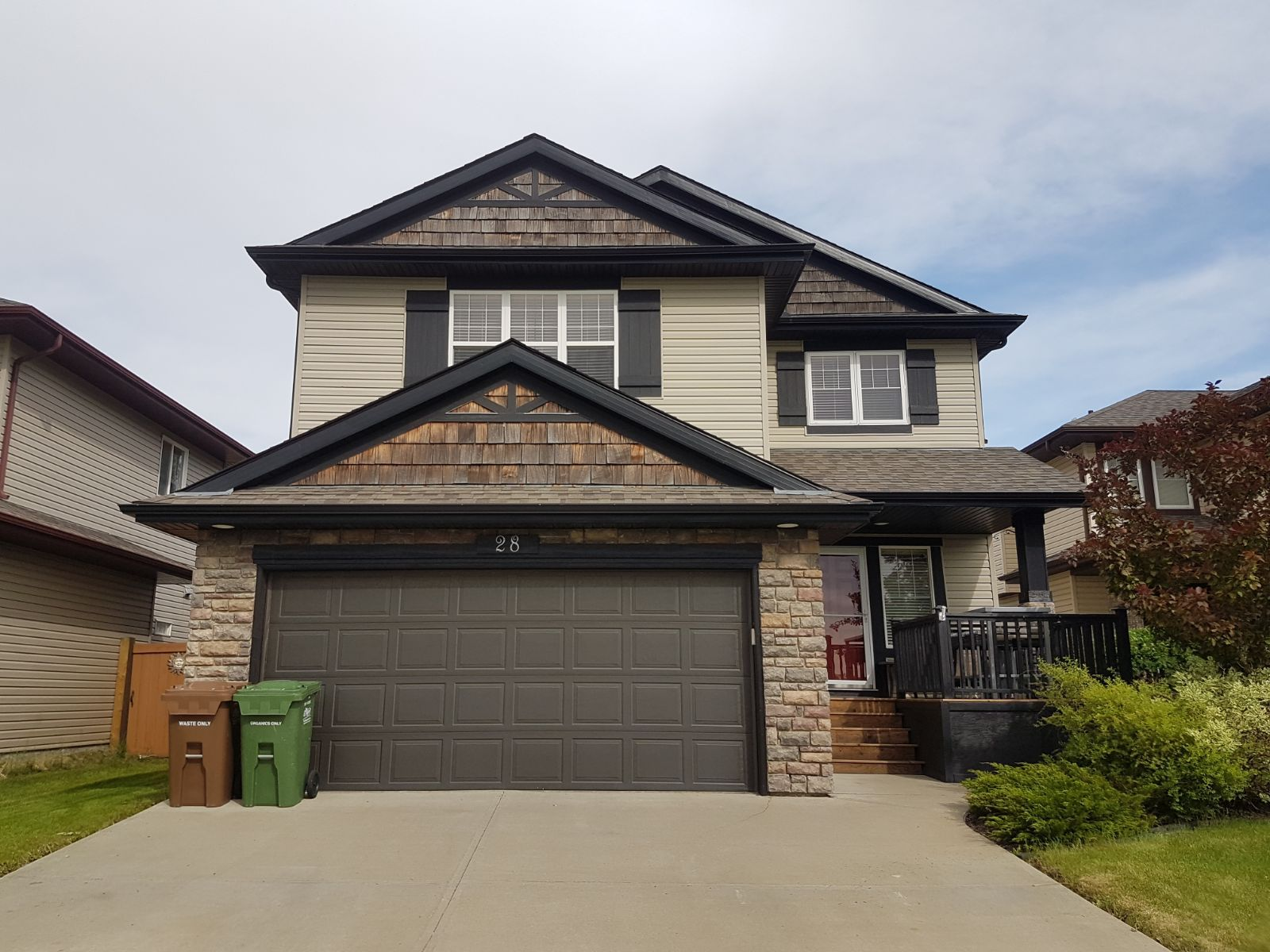 Main Photo: 28 Newmarket Way in St. Albert: House for rent