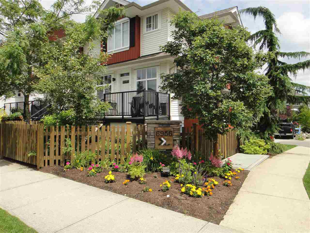 Main Photo: 67 6956 193 STREET in Surrey: Clayton Townhouse for sale (Cloverdale)  : MLS®# R2087455