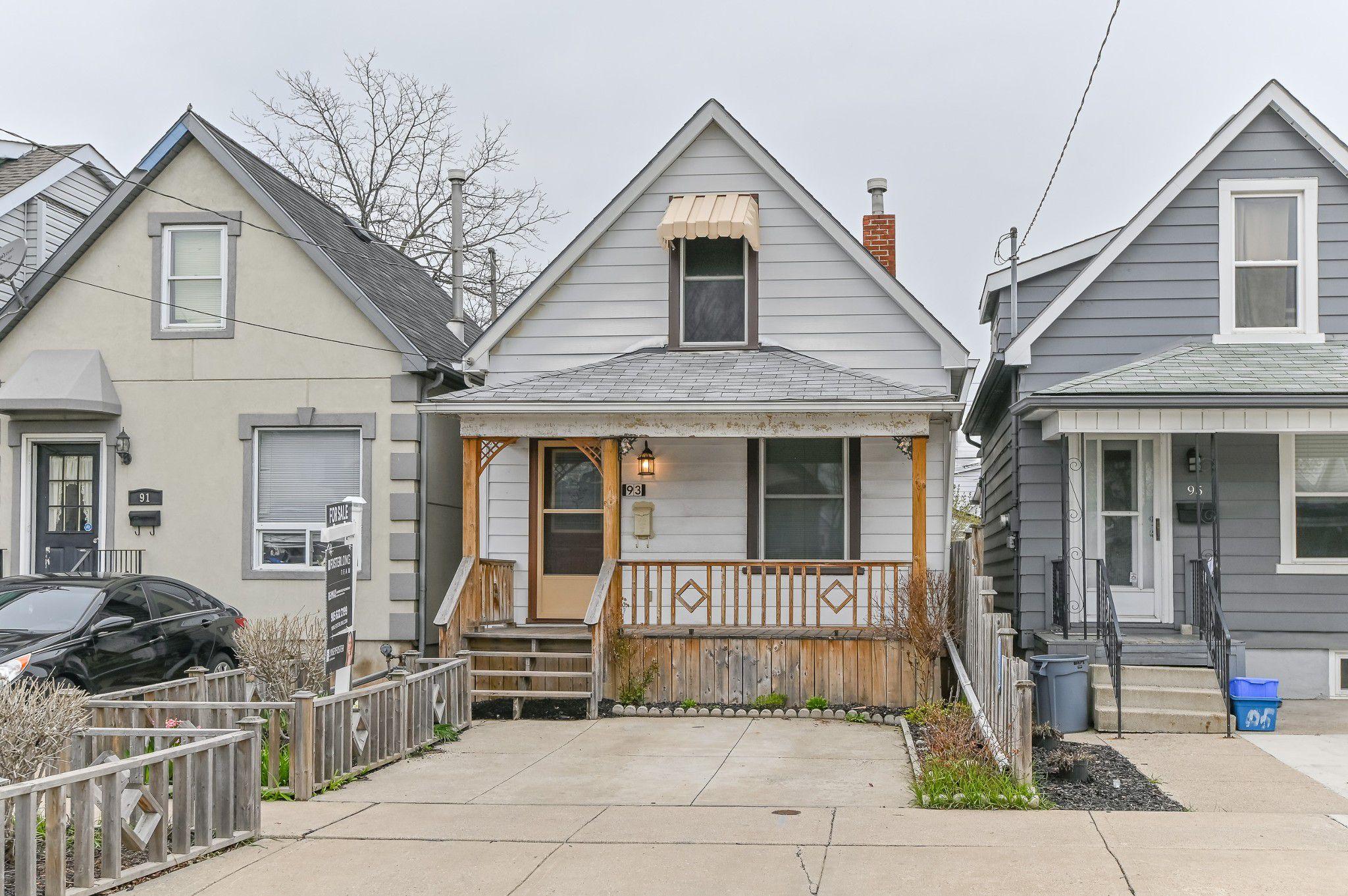 Main Photo: 93 Newlands Avenue in Hamilton: House for sale
