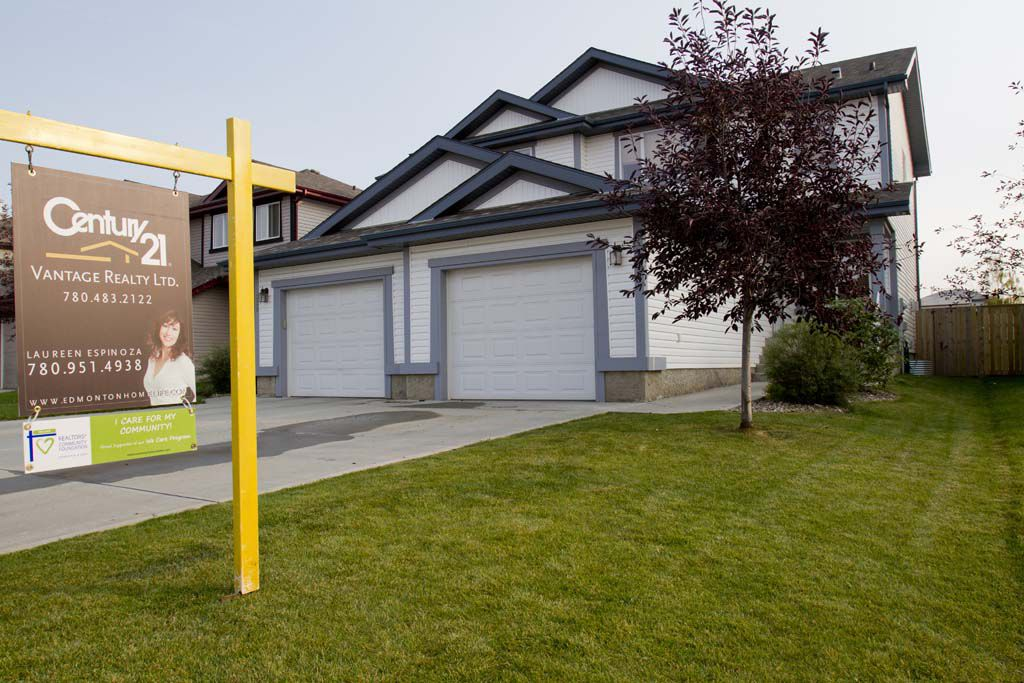 Main Photo: 343 Summerton Crescent NW in Sherwood Park: House Duplex for sale