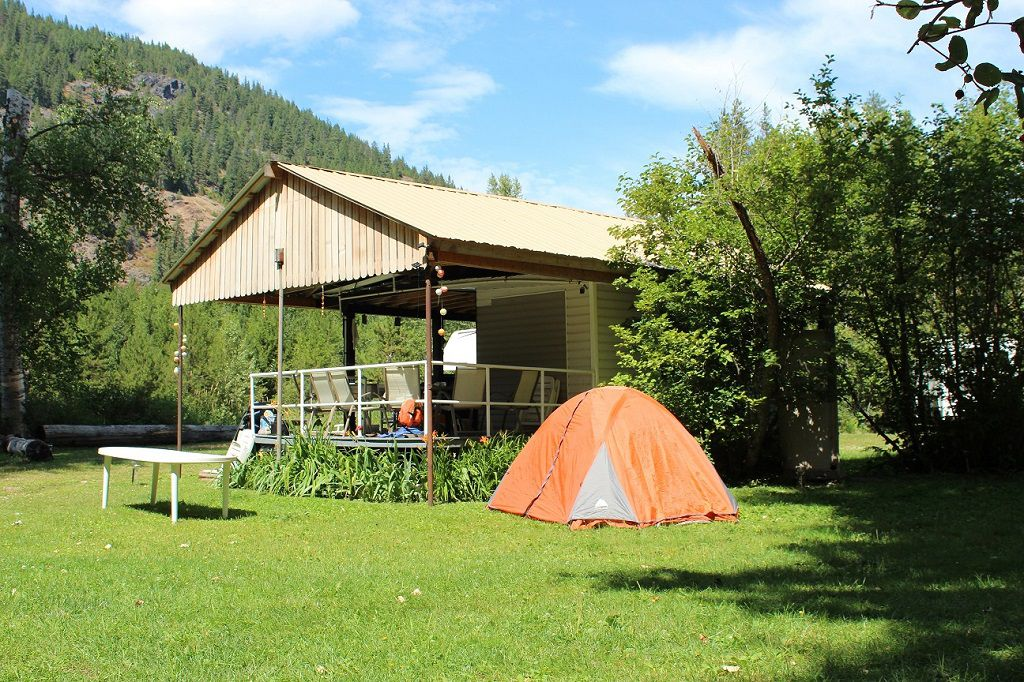 Main Photo: 7605 Highway 95 in Kingsgate: House for sale (Nelson Rural)  : MLS®# 2408578