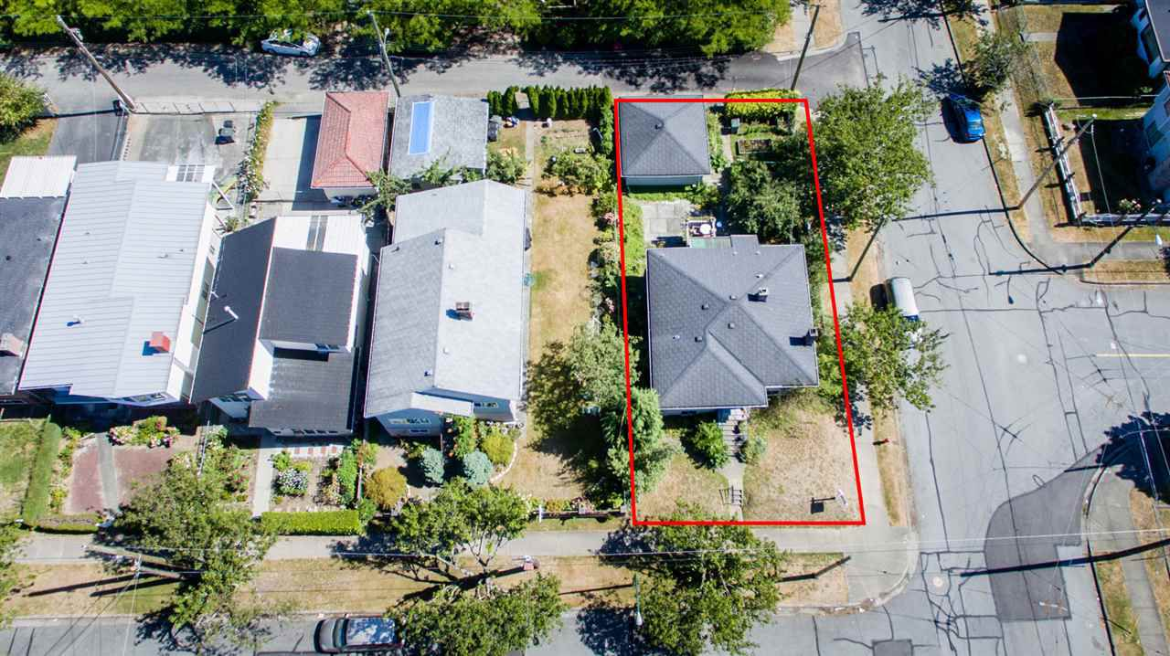 Main Photo: Collingwood - 4996 Moss Street, Vancouver BC