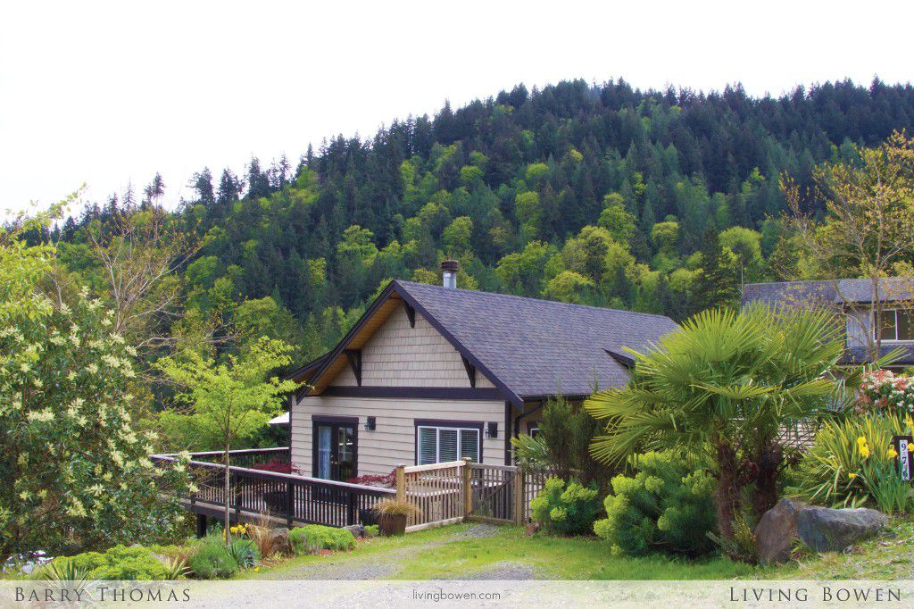 Main Photo: 976 Village Drive in Bowen Island: Cates Hill House for sale : MLS®# R2059076