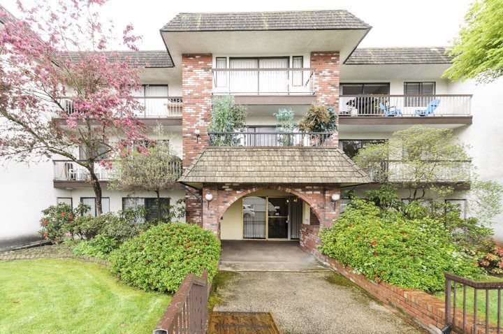 Main Photo: 212 2040 CORNWALL AVENUE in Vancouver: Kitsilano Condo for sale (Vancouver West)  : MLS®# R2066485