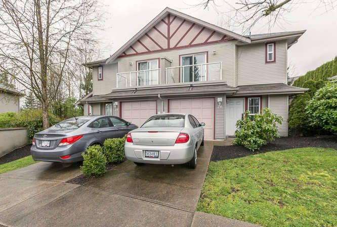 Main Photo: 26 11229 232 STREET in Maple Ridge: East Central Townhouse for sale : MLS®# R2046391