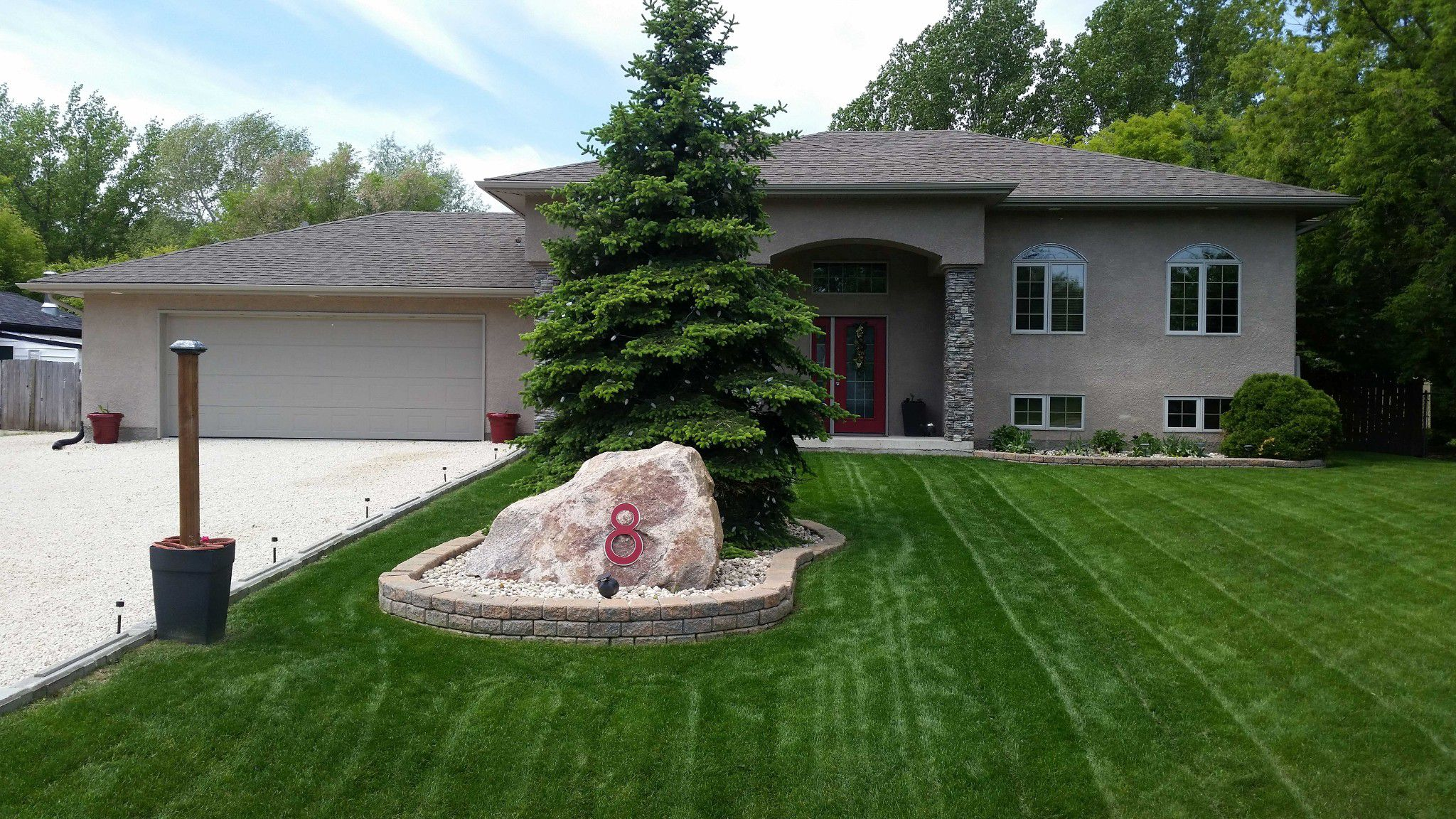 IMPRESSIVE CURB APPEAL! Fantastic custom built 3 bedroom 3 level split open concept home, AT2 & DT2 on beautifully landscaped 100x153 mature treed lot in Town of Oakbank.