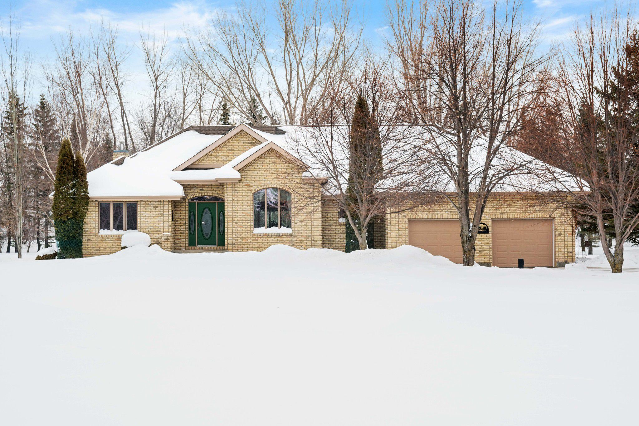 PRIME LOCATION! PRIDE OF OWNERSHIP! Impressive Custom Built 2098 sf Executive Style Bungalow, concrete circle drive, AT2 & DT2/workshop on mature treed park-like 2.5 acre lot.