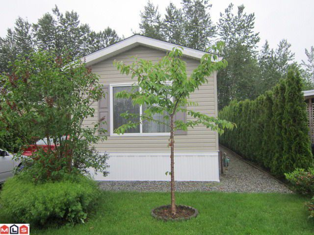 """Main Photo: 31 41168 LOUGHEED Highway in Mission: Dewdney Deroche Manufactured Home for sale in """"OASIS COUNTRY ESTATES"""" : MLS®# F1215749"""