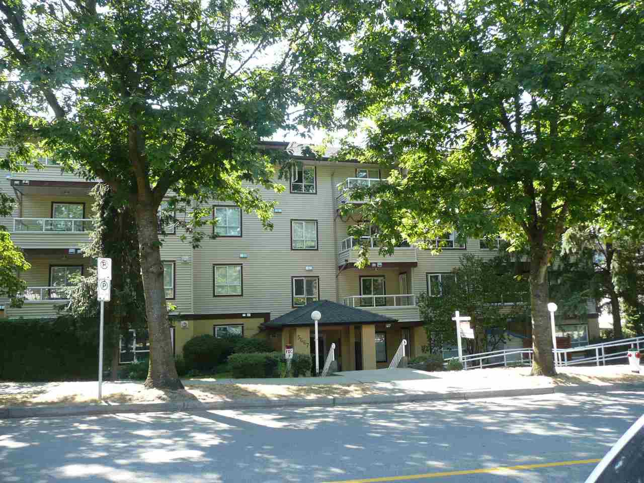 Main Photo: 210 5667 SMITH AVENUE in Burnaby: Central Park BS Condo for sale (Burnaby South)  : MLS®# R2294161