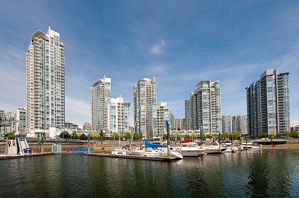"Main Photo: 1805 198 AQUARIUS MEWS in Vancouver: Yaletown Condo for sale in ""AQUARIUS II"" (Vancouver West)  : MLS®# V948832"