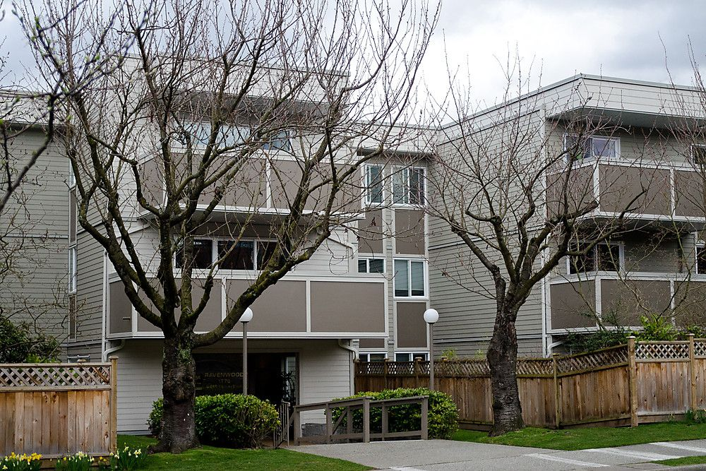 """Main Photo: 203 1775 W 11TH Avenue in Vancouver: Fairview VW Condo for sale in """"RAVENWOOD"""" (Vancouver West)  : MLS®# V938148"""
