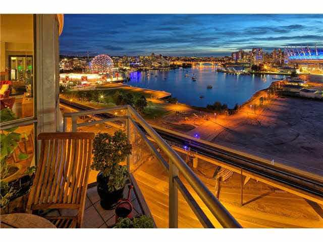 Breathtaking unobstructed views of False Creek.
