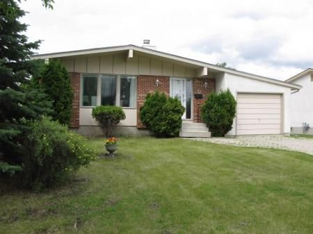 Main Photo: Lovely 4 Bedroom Bungalow