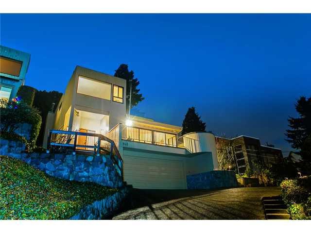 Main Photo: 945 ESQUIMALT Avenue in West Vancouver: Ambleside House for sale : MLS®# V992788