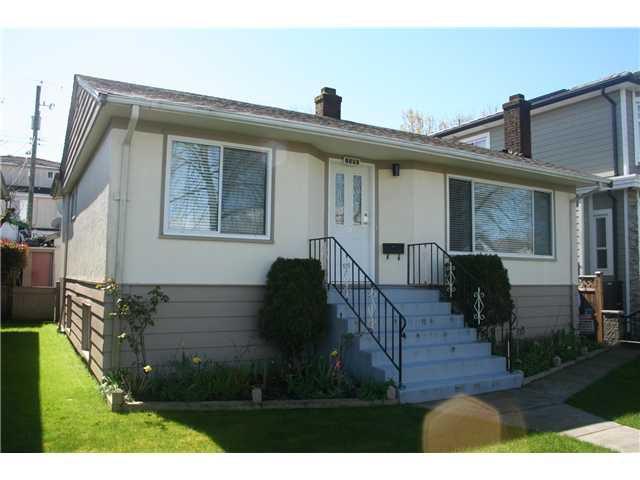"Main Photo: 2590 E 25TH AV in Vancouver: Renfrew Heights House for sale in ""RENFREW HEIGHTS"" (Vancouver East)  : MLS®# V1000792"