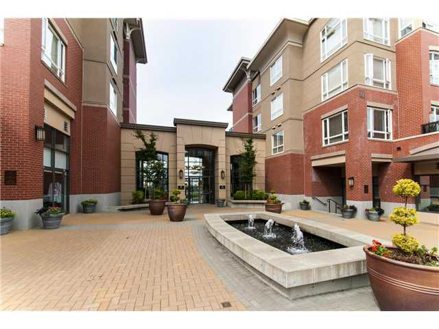"Main Photo: 208 2970 KING GEORGE Boulevard in Surrey: King George Corridor Condo for sale in ""Watermark"" (South Surrey White Rock)  : MLS®# F1320577"
