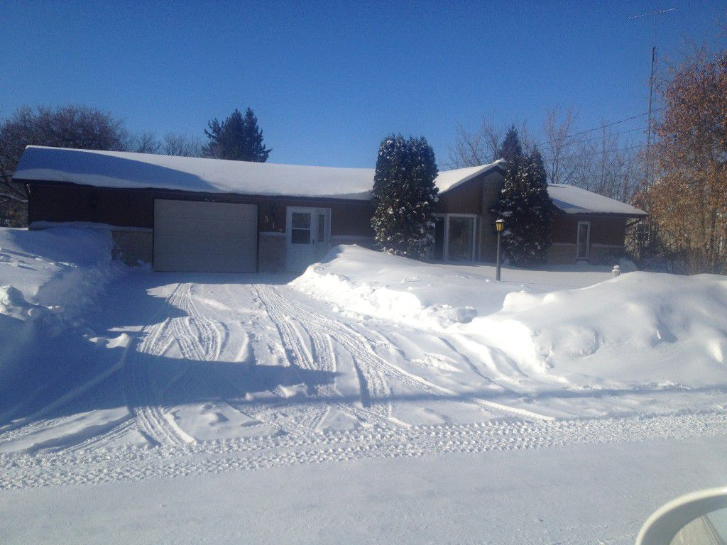 Main Photo: 517 N Third ST in Beausejour: House for sale