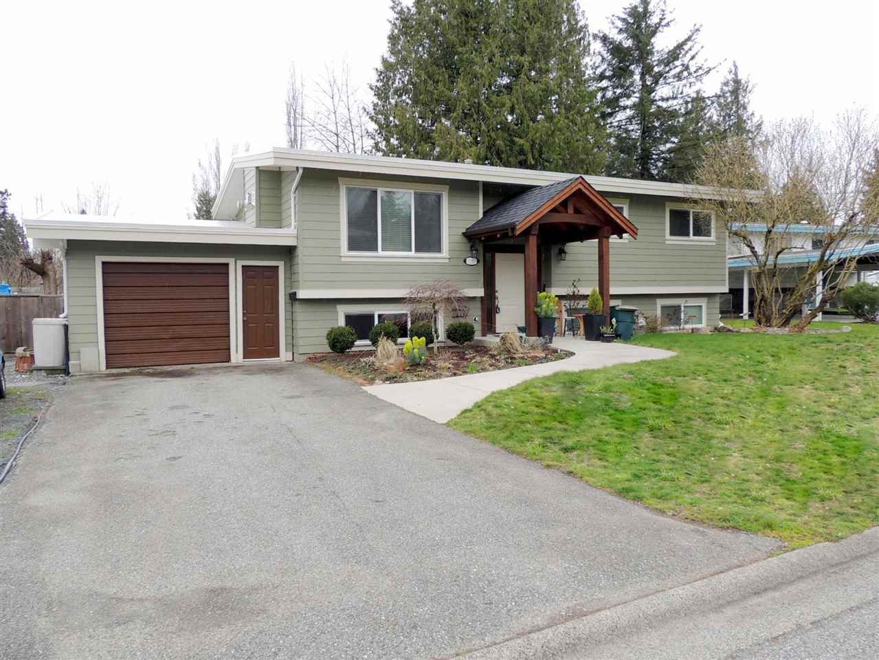 Main Photo: 2161 MOWBRAY COURT in : Abbotsford East House for sale : MLS®# R2249987