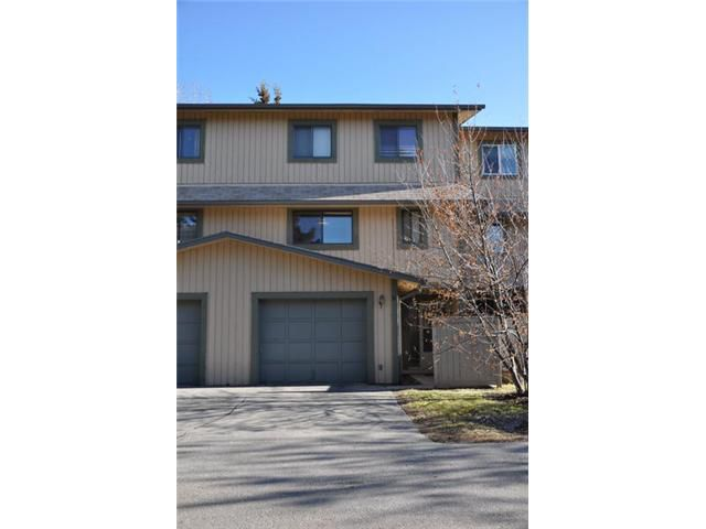 Main Photo: 50 27 SILVER SPRINGS Drive NW in CALGARY: Silver Springs Townhouse for sale (Calgary)  : MLS®# C3514179