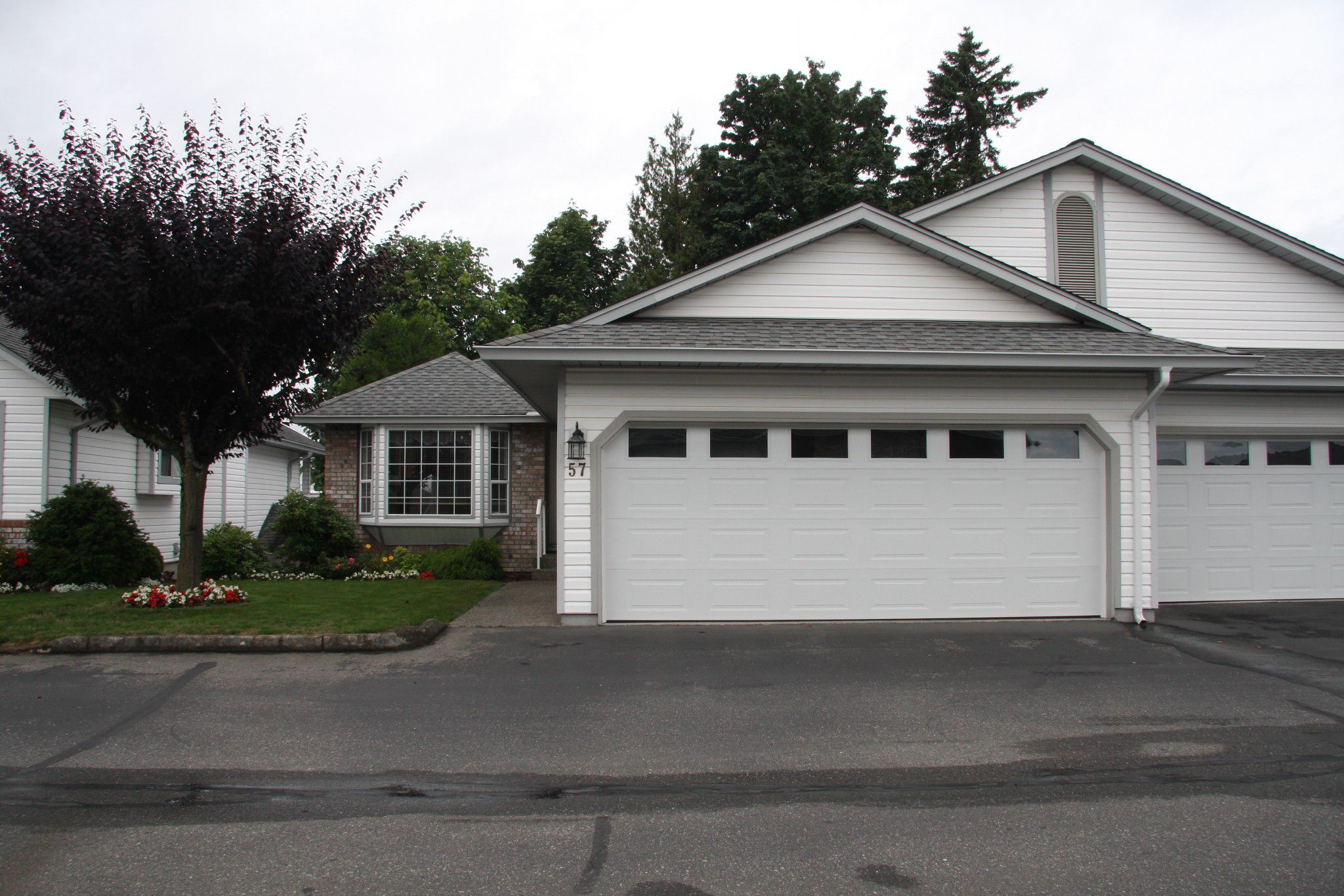 Main Photo: 57 33922 King Road in Abbotsford: Townhouse for sale : MLS®# R2388411