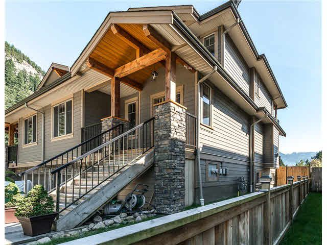 Main Photo: 1682 DEPOT ROAD in Squamish: Brackendale House 1/2 Duplex for sale : MLS®# R2074216