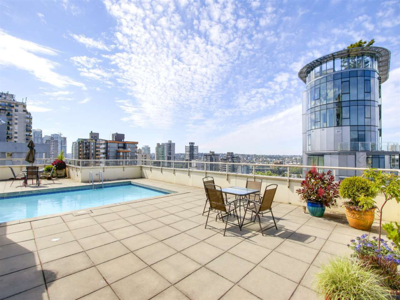 Main Photo: 204 1250 N Burnaby Street in Vancouver: Condo for sale (Vancouver West)  : MLS®# R2319344