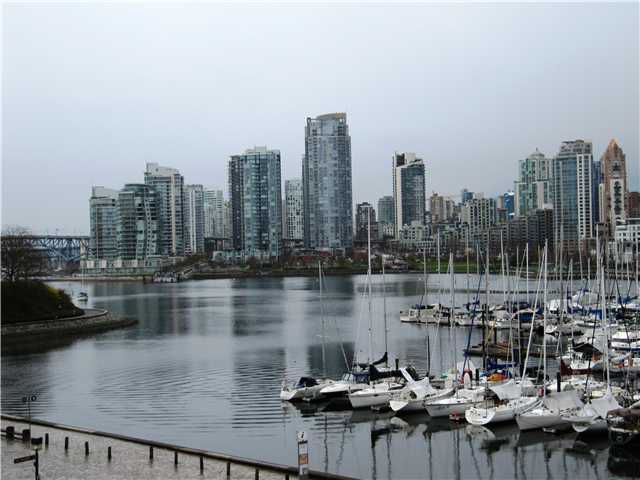 Main Photo: 446 658 LEG IN BOOT Square in Vancouver: False Creek Townhouse for sale (Vancouver West)  : MLS®# V933555