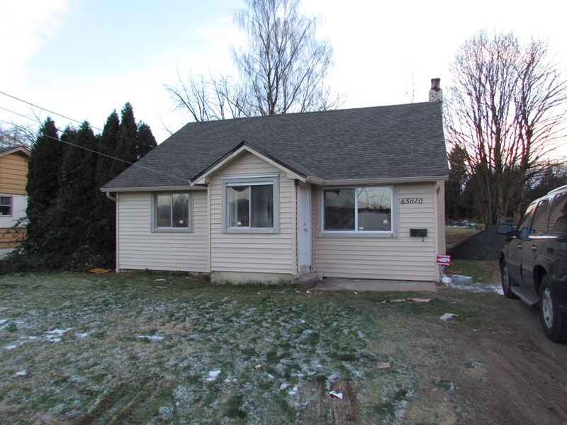 Main Photo: 45610 Bernard Avenue in Chilliwack: House for rent