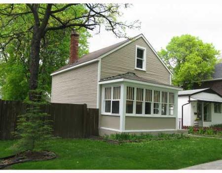Main Photo: Wonderful 2 Bedroom Home in beautiful neighborhood