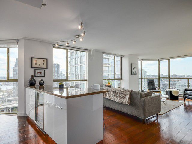 Main Photo: # 1701 888 PACIFIC ST in Vancouver: Yaletown Condo for sale (Vancouver West)  : MLS®# V1064959