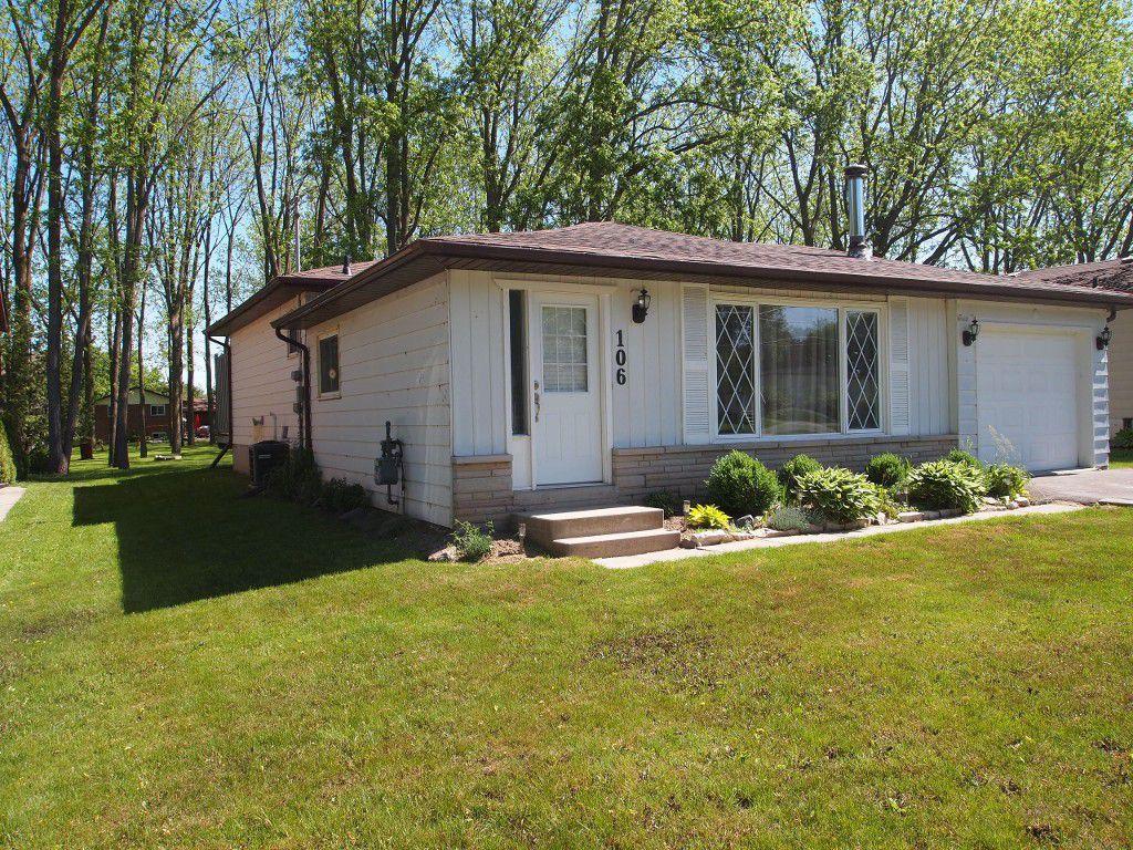 Photo 2: Photos: 106 Seventh Street in Beaverton: Durham Freehold for sale (Brock)  : MLS®# N3510432