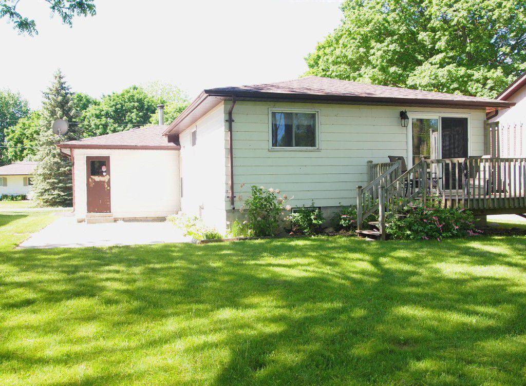 Photo 3: Photos: 106 Seventh Street in Beaverton: Durham Freehold for sale (Brock)  : MLS®# N3510432