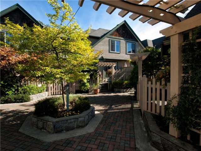"""Main Photo: 16 222 E 5TH Street in North Vancouver: Lower Lonsdale Townhouse for sale in """"Burham Court"""" : MLS®# V971412"""