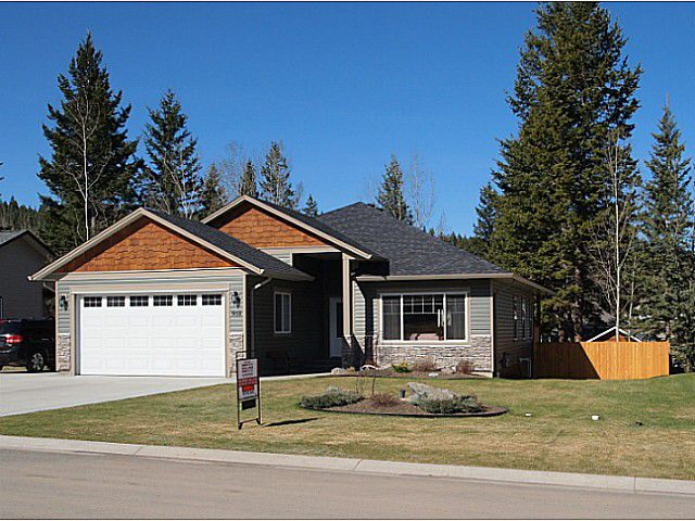 """Main Photo: 938 FRASER Avenue in 100 Mile House: 100 Mile House - Town House for sale in """"ASPEN RIDGE"""" (100 Mile House (Zone 10))  : MLS®# N226780"""
