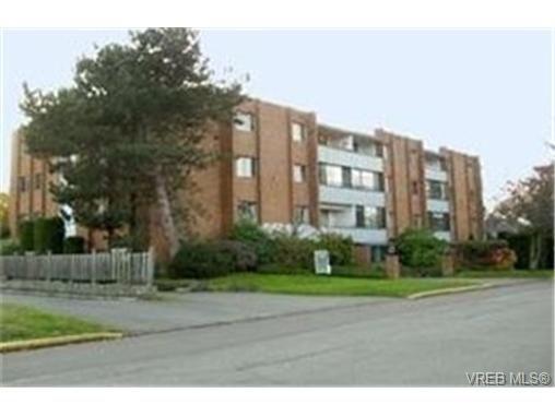 Main Photo: 203 853 Selkirk Avenue in VICTORIA: Es Kinsmen Park Condo Apartment for sale (Esquimalt)  : MLS®# 244287