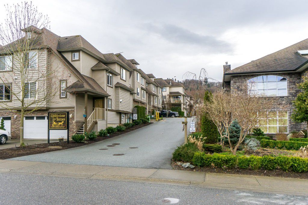 Main Photo: 7 46778 HUDSON ROAD in Sardis: Promontory Townhouse for sale : MLS®# R2035610