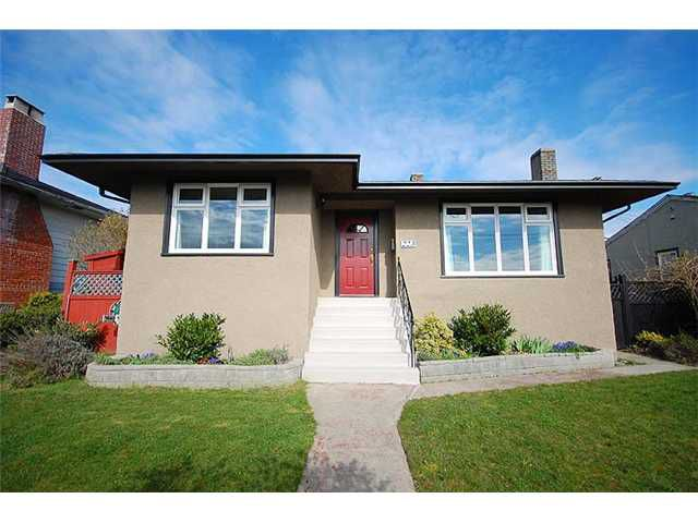 Main Photo: 223 E 8TH Avenue in New Westminster: The Heights NW House  : MLS®# V942116