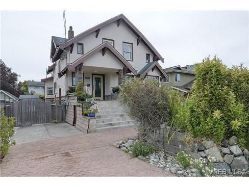 Main Photo: 1737 Fairfield Road in Victoria: Vi Fairfield East Single Family Detached for sale : MLS®# 360900