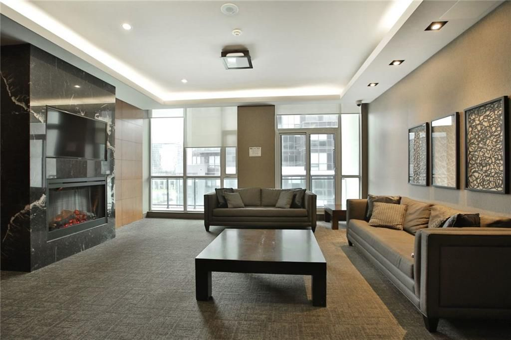 Main Photo: 4070 Confederation Pky #1002 in : 0210 - City Centre CND for sale (Mississauga)  : MLS®# 30652563