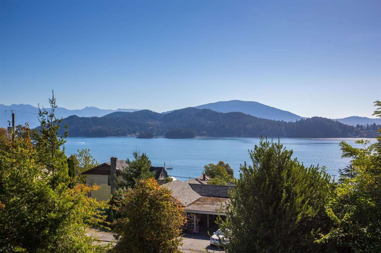 Main Photo: 609 GLEN ROAD in Gibsons: Gibsons & Area House for sale (Sunshine Coast)  : MLS®# R2109430