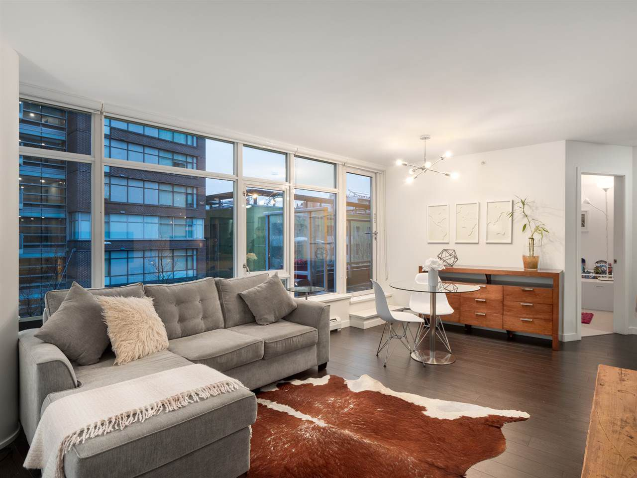 Main Photo: 306 1708 COLUMBIA STREET in Vancouver: False Creek Condo for sale (Vancouver West)  : MLS®# R2341537