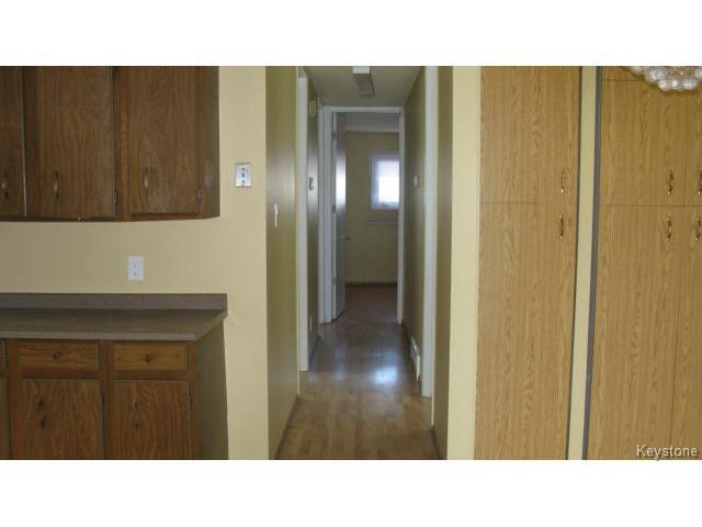 Photo 8: Photos: 1062 McLeod Avenue in WINNIPEG: North Kildonan Single Family Attached for sale (North East Winnipeg)  : MLS®# 1412031