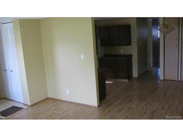 Photo 4: Photos: 1062 McLeod Avenue in WINNIPEG: North Kildonan Single Family Attached for sale (North East Winnipeg)  : MLS®# 1412031