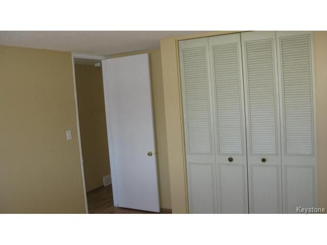 Photo 9: Photos: 1062 McLeod Avenue in WINNIPEG: North Kildonan Single Family Attached for sale (North East Winnipeg)  : MLS®# 1412031